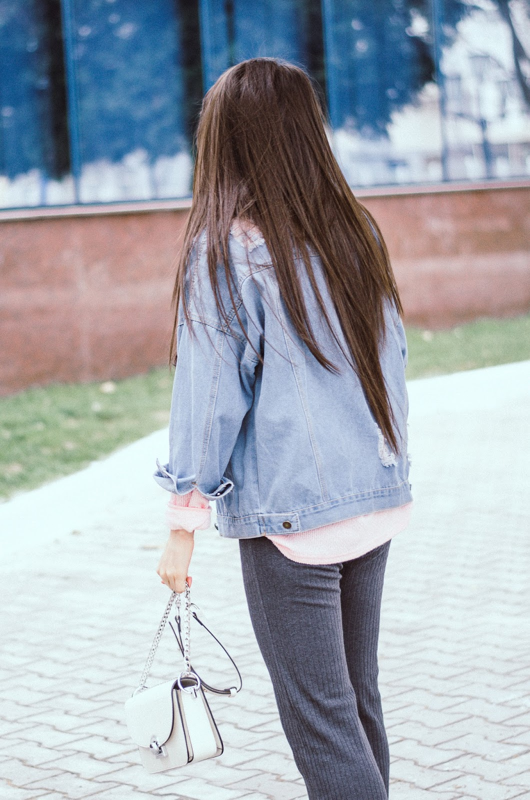 fashion blogger diyorasnotes diyora beta denim jacket romwe pink jumper wide leg pants