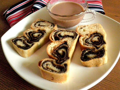 Red  Bean Swirl Bread Recipe @ treatntrick.blogspot.com