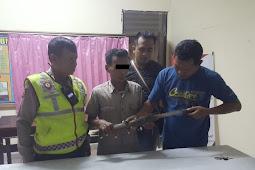 Laki-laki Pembawa Sajam Diamankan Anggota  Polsek Duduk Sampeyan