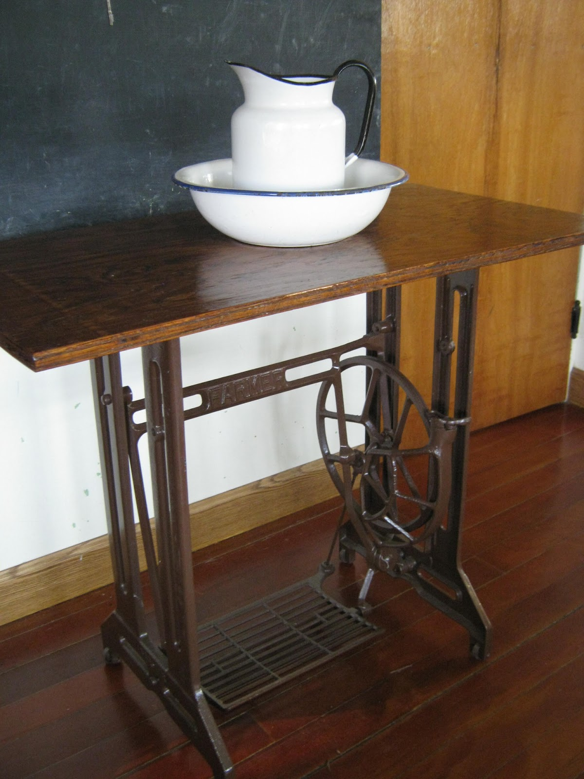 pioneer home vintage sewing machine table. Black Bedroom Furniture Sets. Home Design Ideas