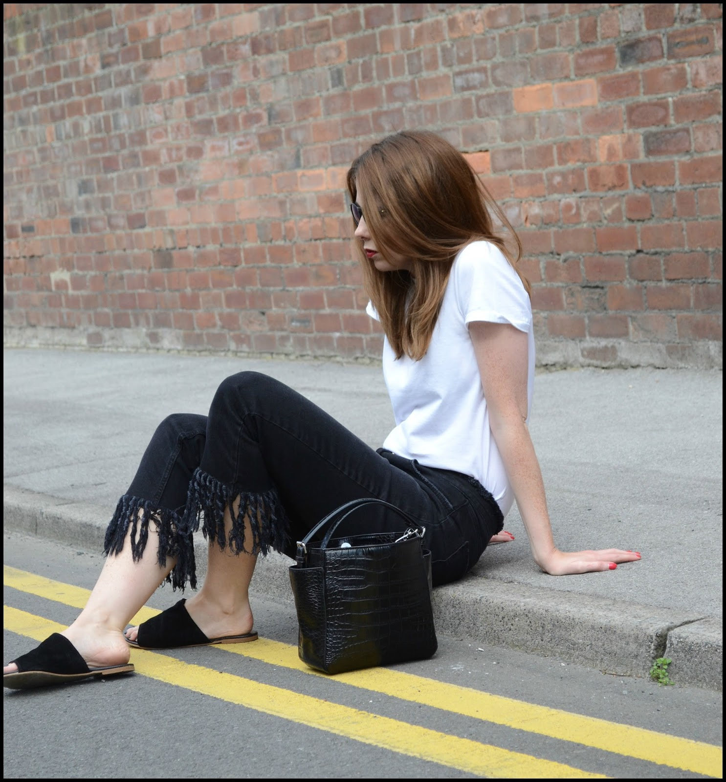 A simple look using black frayed jeans and simple white t-shirt