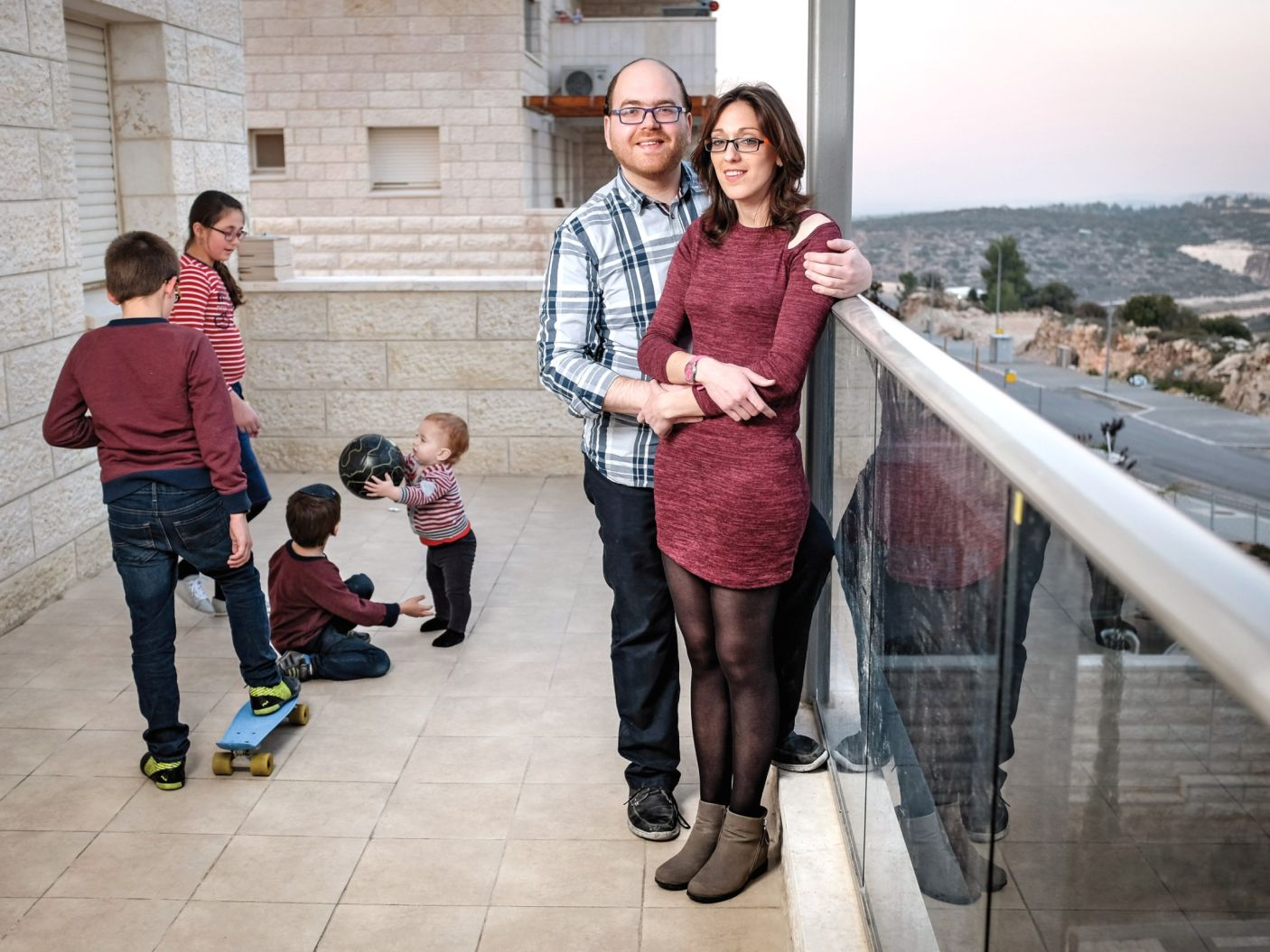 """Beit Shemesh Women: Rare View: Entire Prominent Beit Shemesh Family Goes """"Off"""