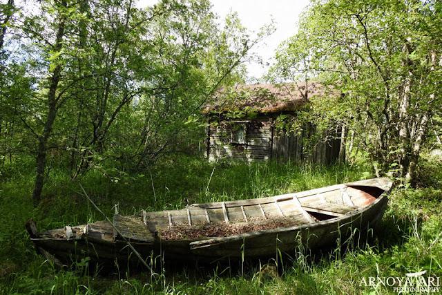 Lohikari, Pyhäjoki, vanha kalastaja mökki,hylätty vene,Pyhäjoki municipality