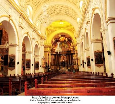 Foto por dentro de la iglesia San Pedro, donde se realiza la misa. Foto de la iglesia por Jesus Gómez