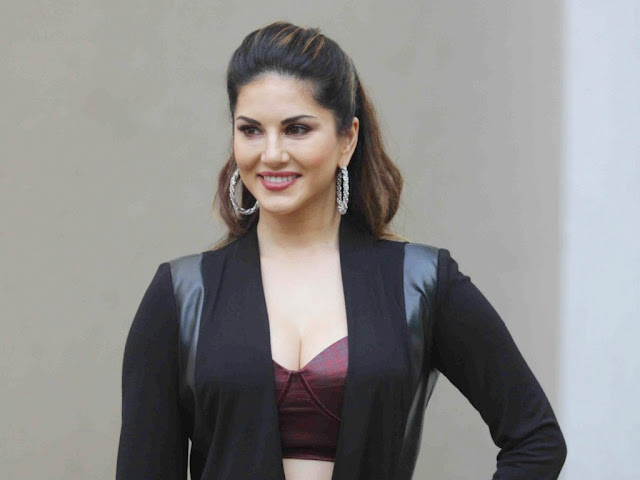 Sunny Leone's Hot & Sexy Bikini HD Wallpaper