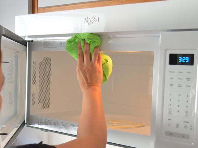 nhà bếp sạch sẽ
