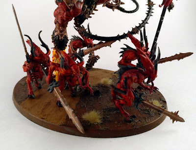 Bloodletters swarming around a greater daemon of Khorne!