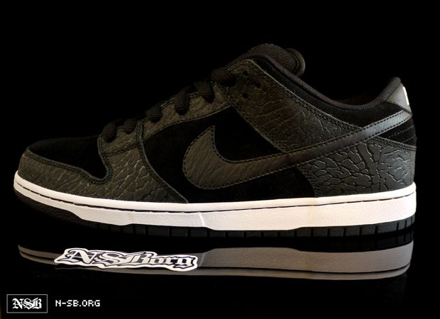 "info for 3e396 fae57 Looks like there is new rumors Via NSB that the Nike SB Dunk Low ""Entourage""    ""Lights Out"" Sneaker will be having a gum bottom now."