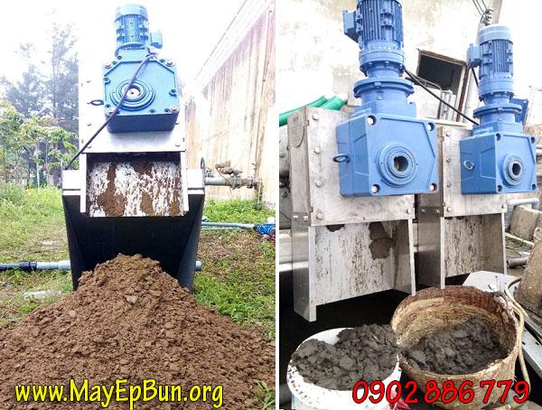Hình ảnh thực tế khi vận hành máy ép bùn trục vít Vĩnh Phát tại một nhà máy của khách hàng