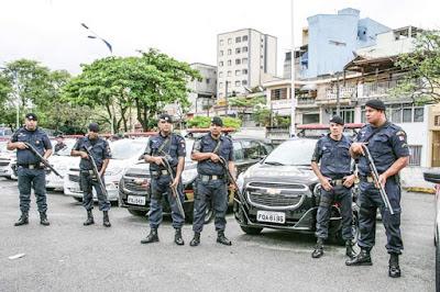 Populares detêm ladrão até a chegada da GCM em Taboão
