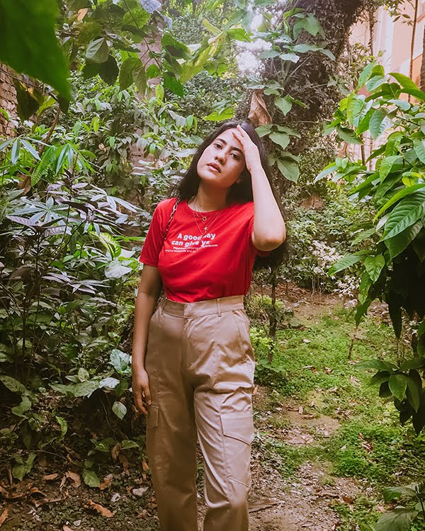 red tee ,khaki cargo pants , red tshirt ,  cargo pants, beige trousers
