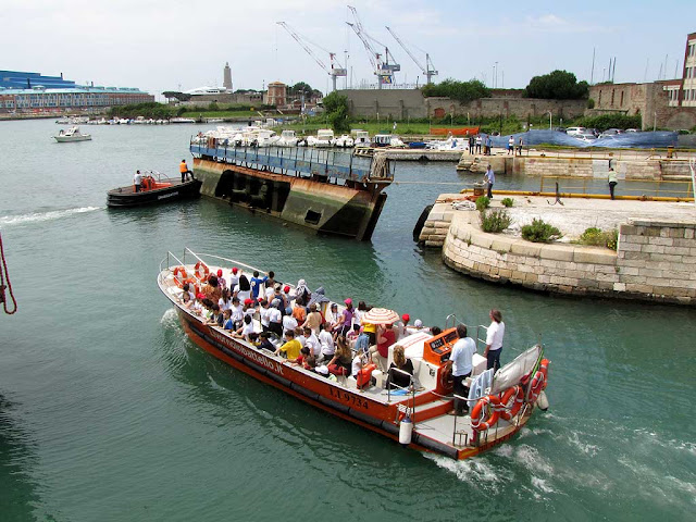 Boatload of tourists in the Darsena Nuova, Livorno