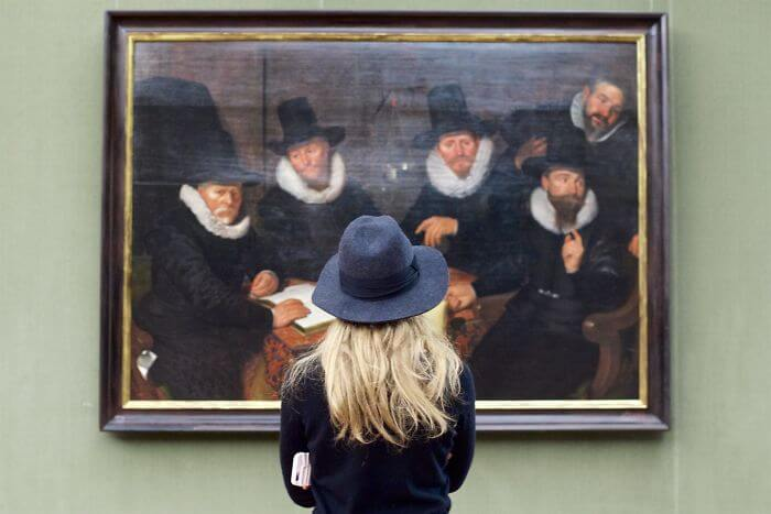 Photographer Has Been Waiting All His Life To Find Museum Visitors Who Match The Artworks And The Results Are Fantastic