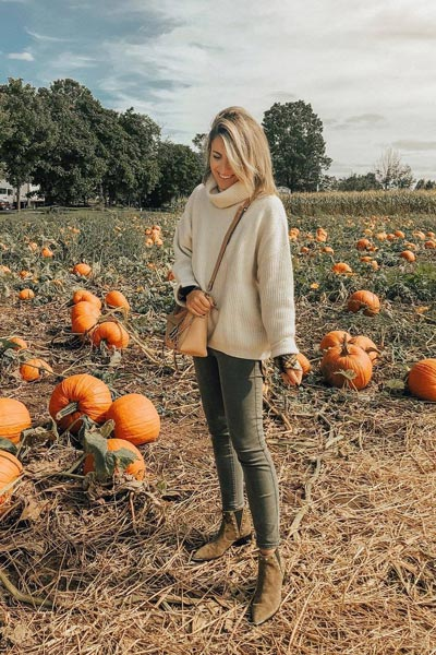 30 Trendy Fall Clothing Ideas for Every Day of Month | Sweater + Ankle Length Denim in Nottingham