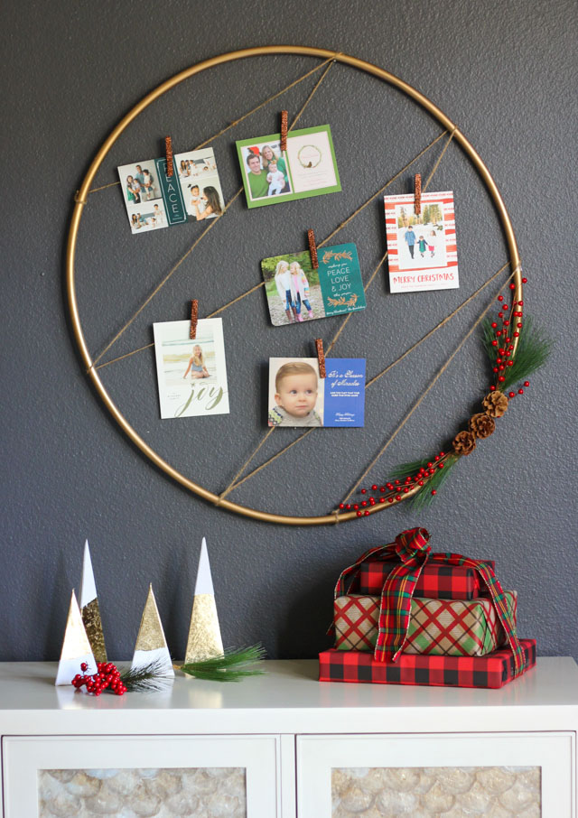 Such a pretty Christmas card display idea!