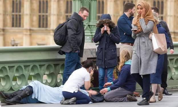 Woman photographed in hijab on Westminster Bridge responds to online abuse