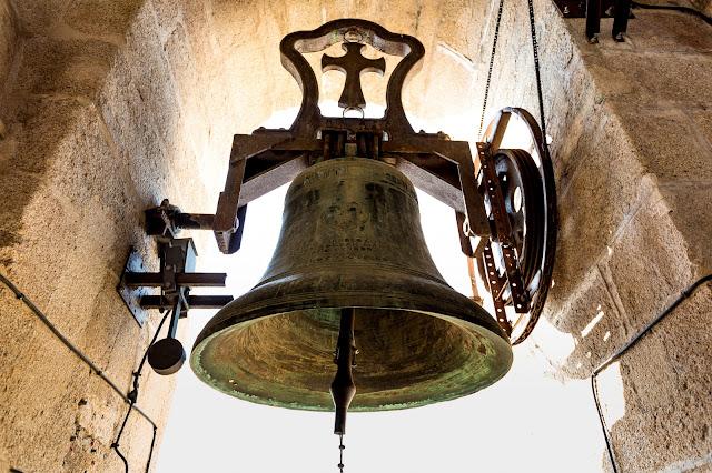 Campana de la torre :: Canon EOS5D MkIII | ISO400 | Canon 17-40@25mm | f/5.0 | 1/125