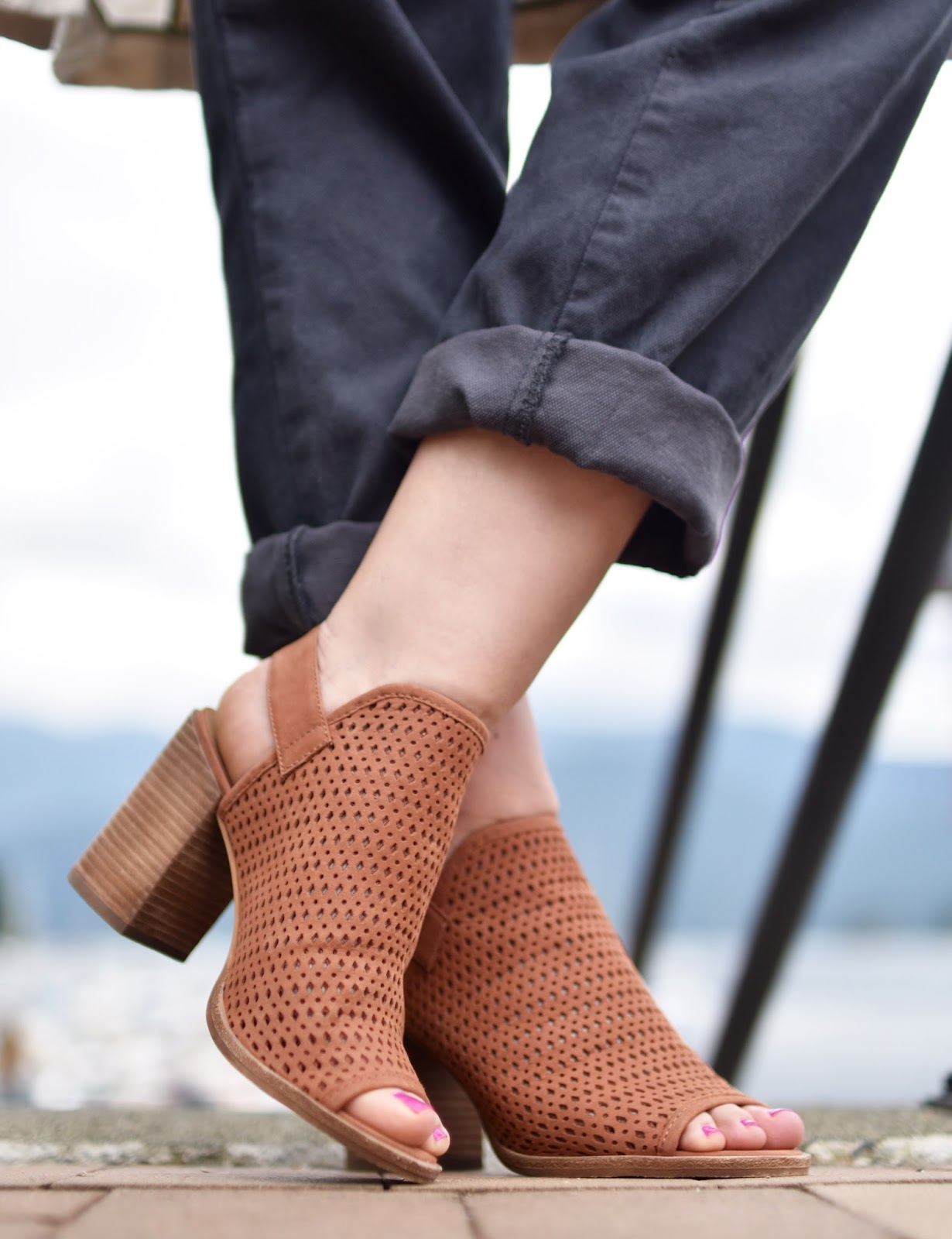 Monika Faulkner personal style inspiration - slouchy trousers, Steve Madden open-toed booties