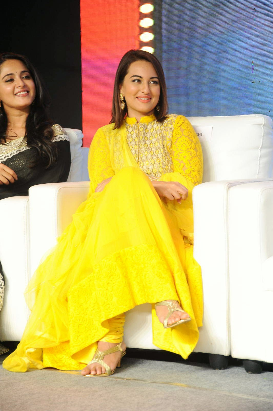hindi Actress Sonakshi Sinha, Sonakshi Sinha Yellow Suit Pics from Lingaa Movie Event