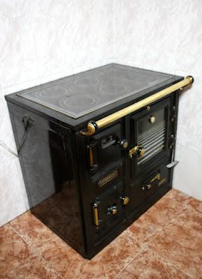 Bilbaína moderna con la parte superior de cristal y luz en el horno.