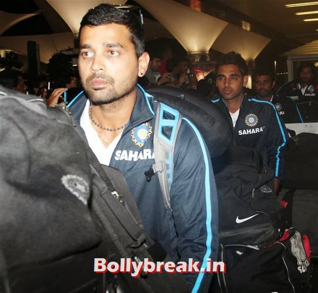Murali Vijay, Indian Cricket Team Return from South Africa at Mumbai Airport