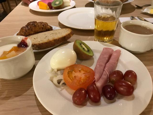 アイスランドの朝ごはんビュッフェ