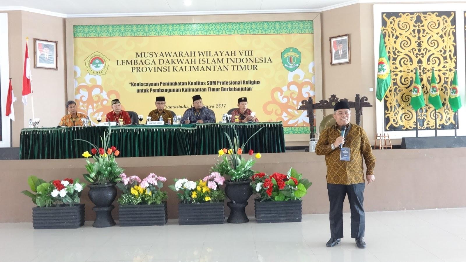 Sutamsis dihadapan Tim Formatur saat Muswil ke-VIII DPW LDII Kaltim di Gedung Olah Bebaya Kompleks Lamin Etam, Jalan Gadjah Mada Samarinda, Kamis (16/2). Foto: LINES