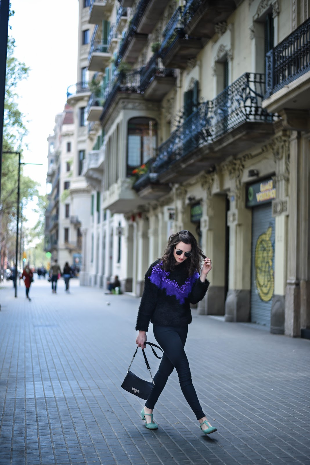 vintage_barcelona_eixample_totalblack_look