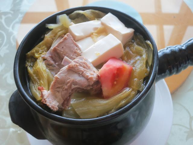 咸菜鸭骨浓汤
