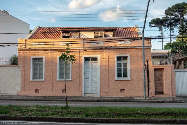 Casa na Rua Inácio Lustosa, construída junto ao passeio
