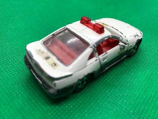 日産 フェアレディZ のおんぼろミニカーを斜め後ろから撮影