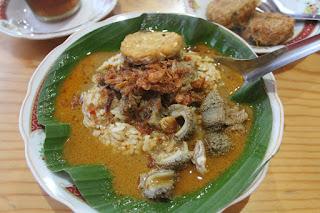 Nasi-Gandul kuliner khas daerah pati jawa tengah