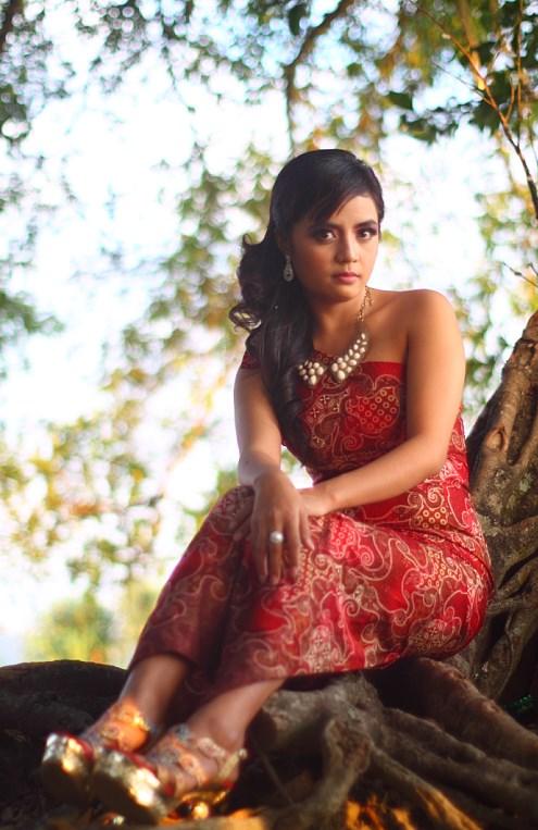foto model di ilalang di pohon makassar cewek makassa jadi foto model seksi