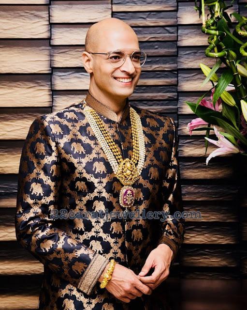 Neeraj Gaba Showcasing Exclusive Jewellery