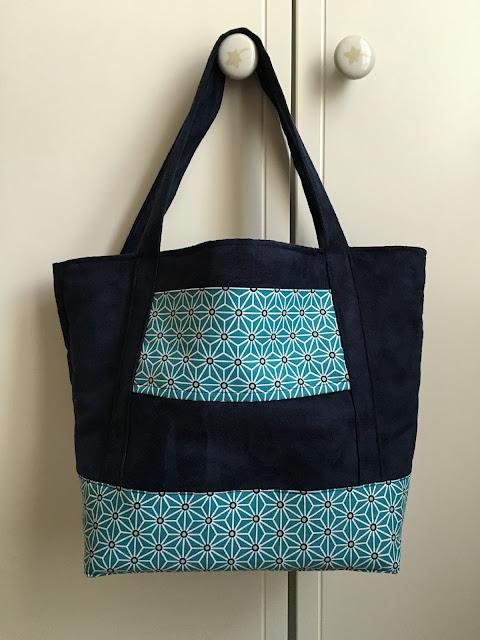 """Le sac cabas made in """"Une aiguille m'a piqué le doigt"""""""