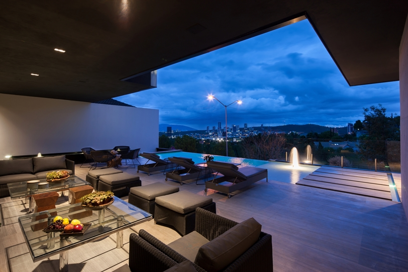 Terrace in Dominant modern mansion by GLR Arquitectos