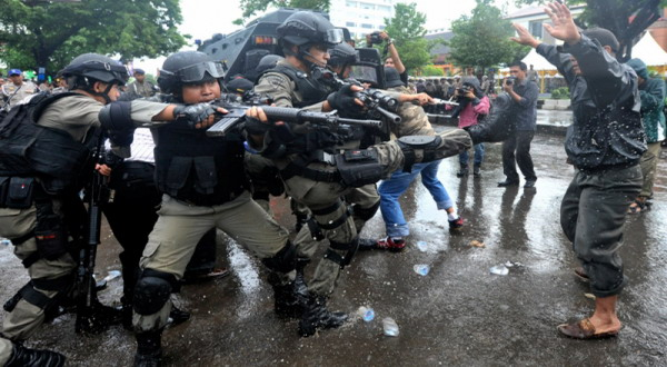 Detik Detik Aksi Damai 4 November, Aparat Keamanan Wajib Hindari Tindakan Represif - Commando