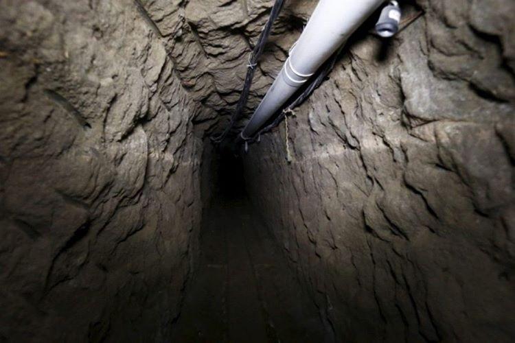 Cezaevinden firar etme planları yapan El Chapo, odasının altına 1.5 kilometre uzunluğında bir tünel kazdırdı.