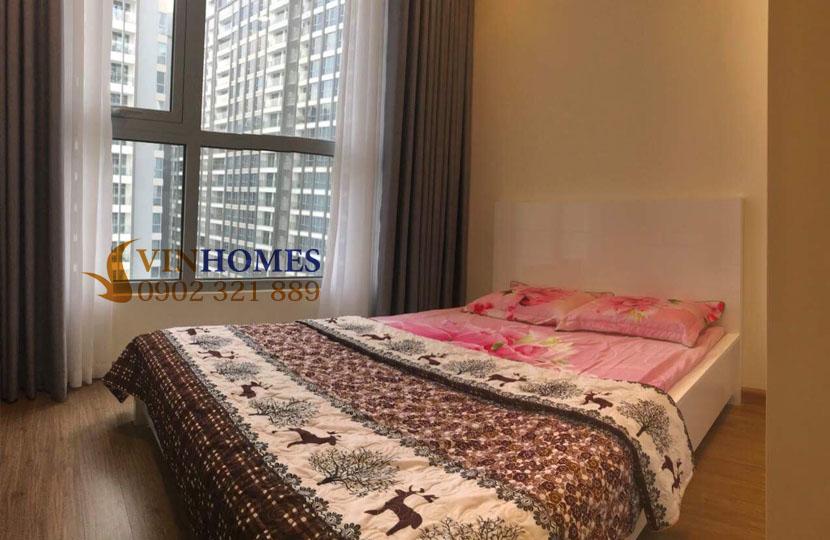 Cho thuê căn hộ Vinhomes 4 phòng ngủ Landmark 1 - gường ngủ nhìn ra cửa kính