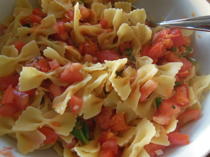 Easy Pasta Salad With Mozzarella And Tomato (10 Minutes Recipe)
