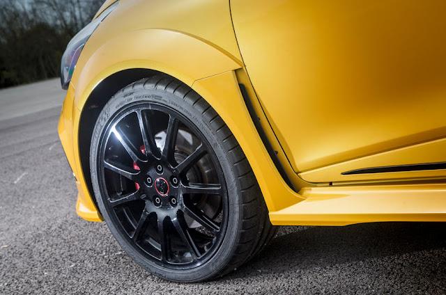 2016 Renault Clio RS16