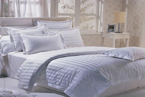 Lenjerie de pat damasc alb pentru hotel preturi-Lenjerii de pat damasc-Lenjerii bumbac satinat, lenjerii de pat damasc satinat
