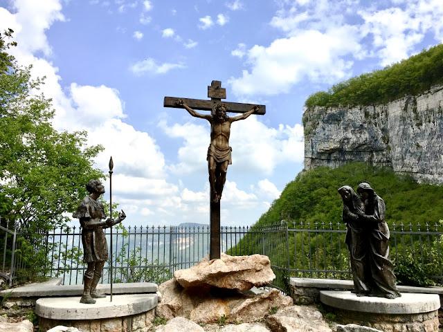Santuario Madonna della Corona - křížová cesta, La Via Crucis