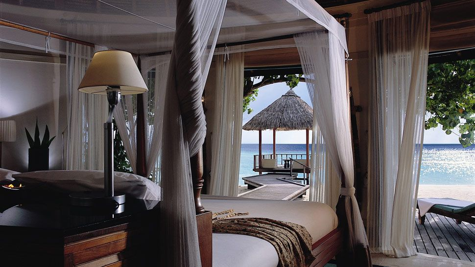 Dunk Island Holidays: ESCAPE TO PARADISE: Banyan Tree Vabbinfaru, Maldives