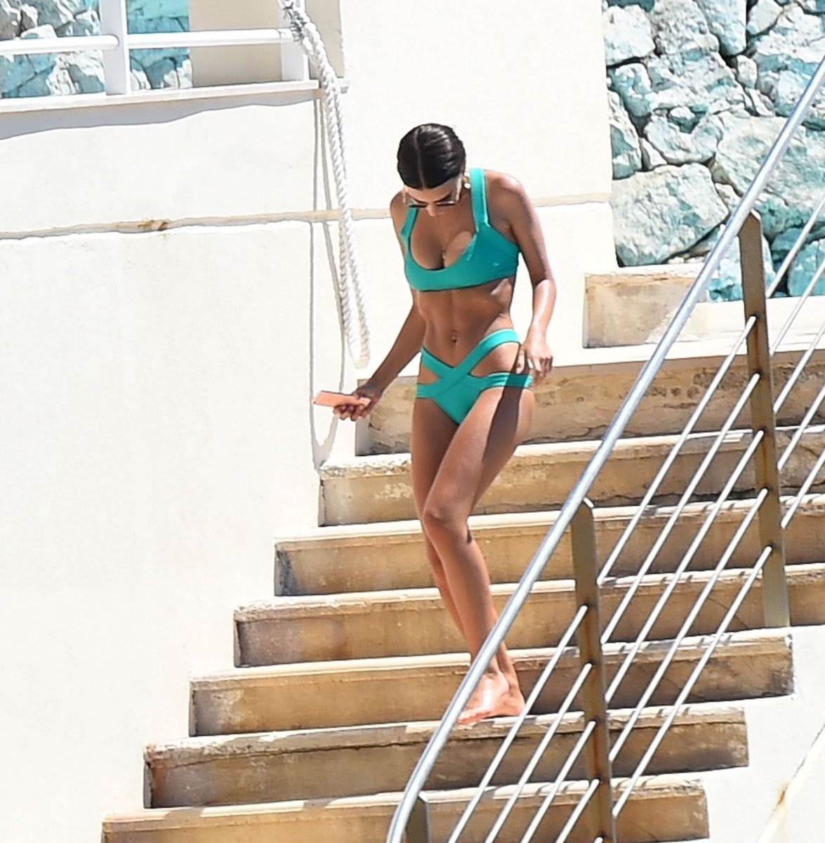 Emily Ratajkowski Hot Bikini Pictures
