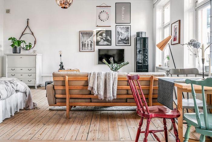 Como dar un aspecto juvenil y romántico a un apartamento antiguo, comedor, cocina, salón y dormitorio en una estancia.