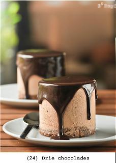 Chocoladecake, chocolademousse en chocoladeganache(geserveerd in plastic beker)