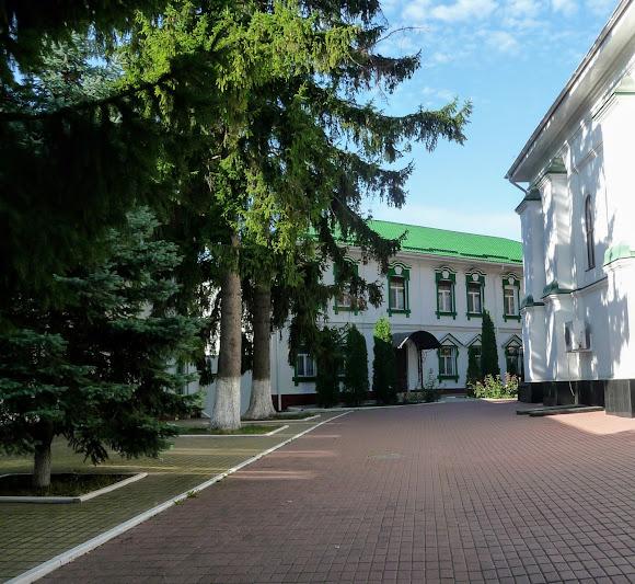 Киев. Китаево. Свято-Троицкий монастырь