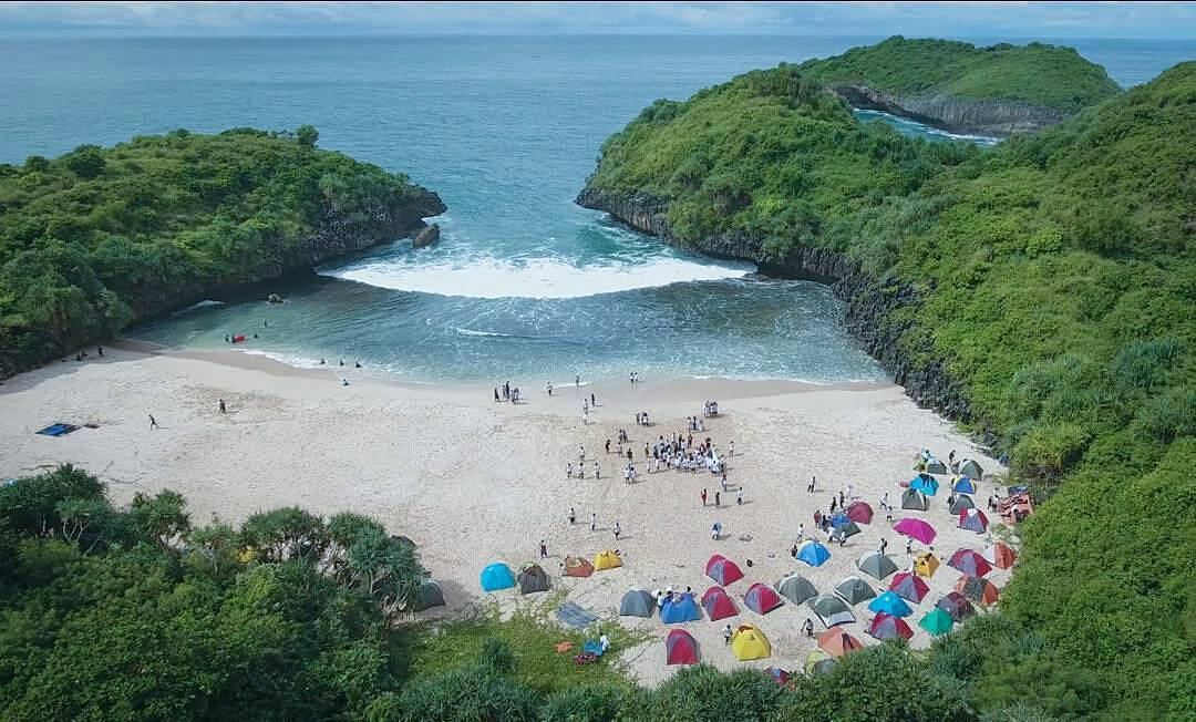 5 Pantai Indah Sepi Dan Masih Alami Di Jogja Cocok Untuk Camping Paket Wisata Jogja
