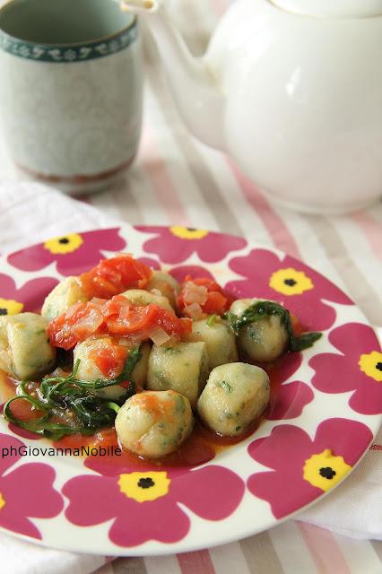 Gnocchi di ricotta e rucola con sughetto di pomodorini e rucola